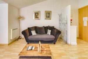 A seating area at Apartamento Amposta