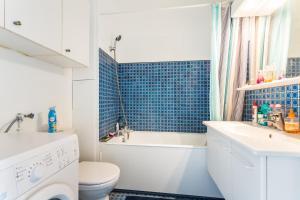 A bathroom at Charming 26m² near Picpus