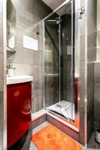 A bathroom at Noella's Suite