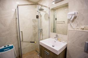 A bathroom at Welcome City Center Apartments