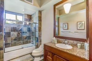 A bathroom at Fairways Villa 116C at Four Seasons Resort Hualalai