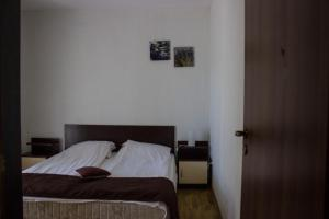 A bed or beds in a room at Venti Club Apartments