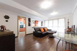 Maiao Suite tesisinde bir oturma alanı