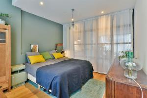 A bed or beds in a room at Suites and Apartments Mya
