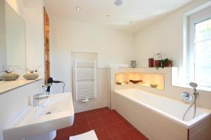Ein Badezimmer in der Unterkunft Komfort Appartements Zirbenland - adults only