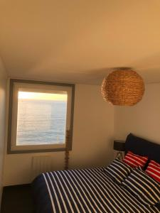 A bed or beds in a room at Le Sunset Beach