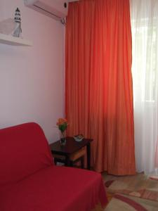 A bed or beds in a room at Apartament Florica