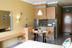 A kitchen or kitchenette at Ericeira Beachtour