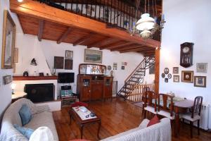Χώρος καθιστικού στο Traditional House