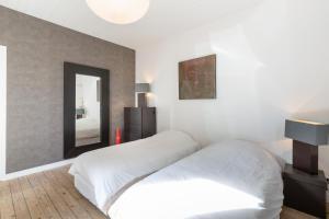 Un pat sau paturi într-o cameră la Saint Malo, La Crolante, Maison à 100m de la plage