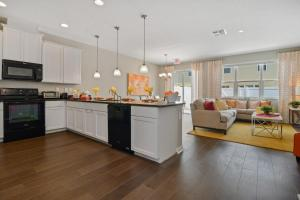 A kitchen or kitchenette at 4Bd Sleeps 9 w Jacuzzi Close to Disney @ Compass Bay 5113C