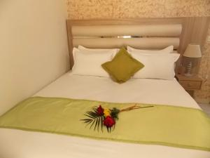 A bed or beds in a room at Studios Kentia