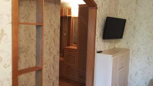 A television and/or entertainment centre at Apartaments na Kirova