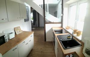 A kitchen or kitchenette at Ferienhaus Schleeff