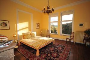 Een bed of bedden in een kamer bij Chateau De Hodbomont