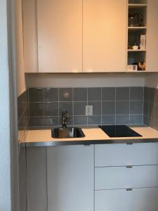 A kitchen or kitchenette at STARS Apartments Berlin Schöneberg