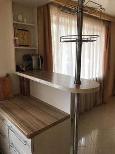 Кухня или мини-кухня в Orange Juice Apartment