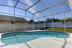 The swimming pool at or close to Disney Homes Florida