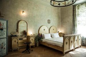 Ένα ή περισσότερα κρεβάτια σε δωμάτιο στο The Emerald