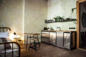Η κουζίνα ή μικρή κουζίνα στο The Emerald