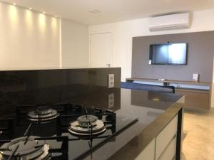 A kitchen or kitchenette at Flat Enseada do Sua