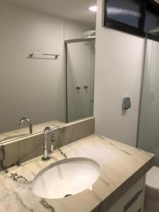 A bathroom at Flat Enseada do Sua