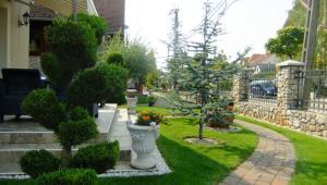 Сад в Lili Apartman