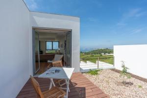 En balkon eller terrasse på Casas da Pescaria A