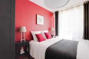A bed or beds in a room at Naeva Feng Shui