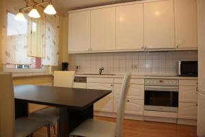 A kitchen or kitchenette at Dill Apartments