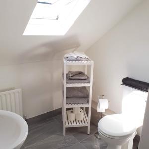 A bathroom at Tigh Aildín