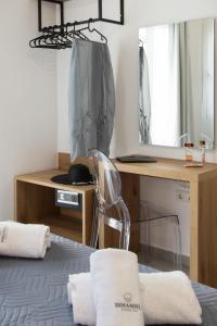 Кровать или кровати в номере Dimamiel Malia Inn