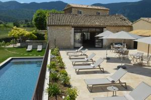 The swimming pool at or close to Les Gîtes Du Clos D'Olea