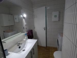 A bathroom at Brisas City LP