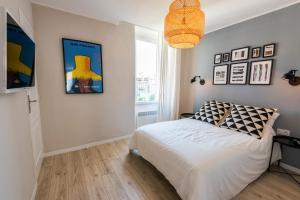 A bed or beds in a room at confortable appartement prado castellane