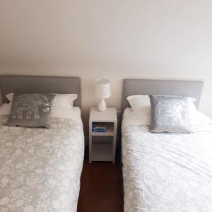 A bed or beds in a room at Tigh Aildín