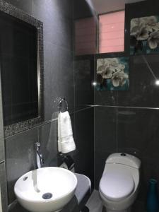 Un baño de Cusco Cozy Apartment