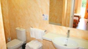 A bathroom at Apartamentos Martha's