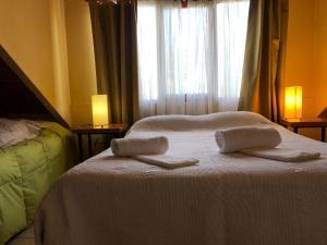 Una cama o camas en una habitación de cabanas las moras