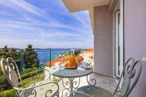 A balcony or terrace at Aparthotel Pharia