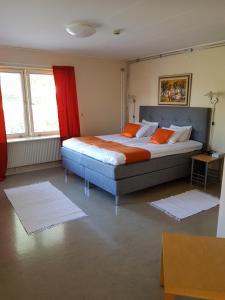 Säng eller sängar i ett rum på Hotell Grepen