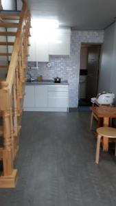 A kitchen or kitchenette at Udo Lovehouse Pension
