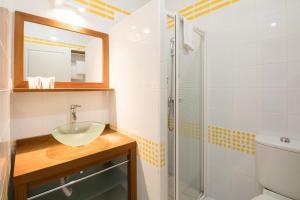 Salle de bains dans l'établissement Les Collines Iduki