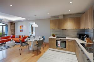 Nhà bếp/bếp nhỏ tại Sherwood Suites