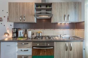 A kitchen or kitchenette at Apartment San