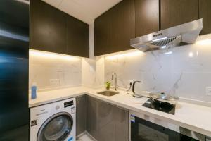 A kitchen or kitchenette at Jiahe Apartment