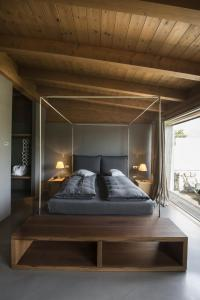 Een bed of bedden in een kamer bij Vivere Suites & Rooms