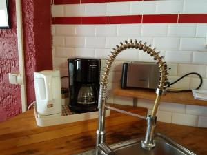 Cuisine ou kitchenette dans l'établissement Home Nantua studio meublés Ain-Jura