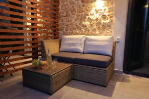 A seating area at Guverna New City Accommodation