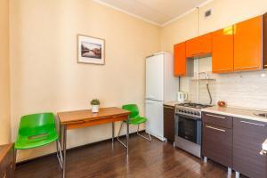 A kitchen or kitchenette at Inndays Shabolovka